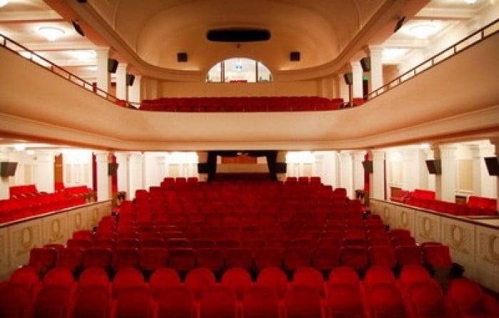 Teatr-im.-CHehova.-YAlta-6